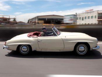mercedes-benz-190-sl-beige-fahrend